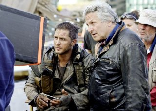 Mad Max: Fury Road - Tom Hardy riguarda i giornalieri con George Miller