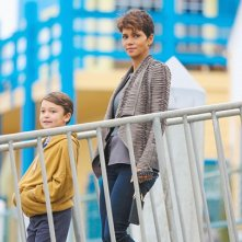 Extant: Halle BErry e Pierce Gagno nell'episodio Shelter