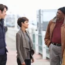 Extant: Louis Gossett Jr. e il cast nell'episodio Shelter