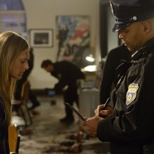 The Divide: Marin Ireland in una scena