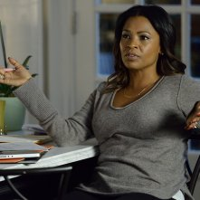 The Divide: Nia Long in una scena
