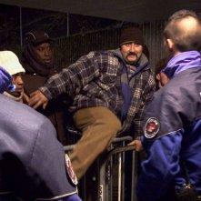 L'abri: una scena del documentario ambientato a Losanna, in un ricovero per senzatetto