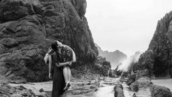 From What Is Before: Hazel Orencio con Karenina Haniel in una scena del film