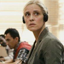 A Blast: Aggeliki Papoulia è Maria in una scena del film