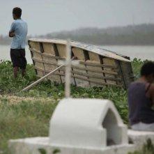 Ventos de agosto: Dandara De Morais con Geovà Manoel dos Santos sono Shirley e Jeison in una scena del film