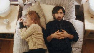 Listen Up Philip: Elisabeth Moss e Jason Schwartzman in una scena del film