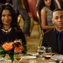 The Divide: Nia Long e Jahmil French in una scena