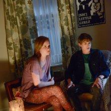 Under the Dome: Mackenzie Lintz e Colin Ford nell'episodio In the Dark