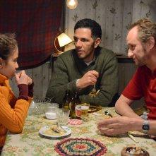 The price of fame: Benoît Poelvoorde con Séli Gmach e Roschdy Zem in una scena del film