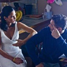 Liberaci dal male: Olivia Munn con Eric Bana in una scena