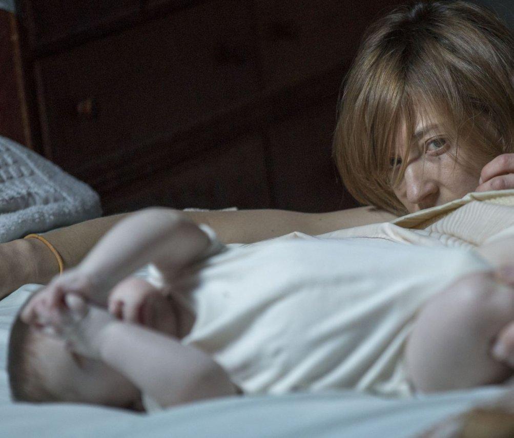 Hungry Hearts: Alba Rohrwacher madre apprensiva in una scena