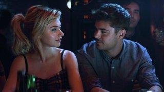 Quel momento imbarazzante: Imogen Poots e Zac Efron al bar