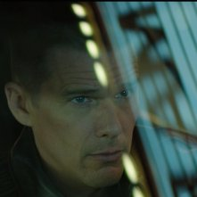 Good Kill: un primo piano di Ethan Hawke in auto