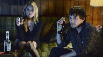 Pretty Little Liars: Ashley Benson e Tyler Blackburn nell'episodio Scream for Me