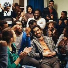 Schweizer Helden: Newroz Baz e Komi Mizrajim Togbonou in un'allegra scena del film