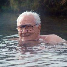 Earl Lynn Nelson abbracciato dalle calde acque islandesi in Land Ho!