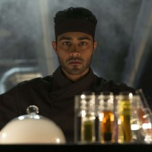 Manish Dayal protagonista della commedia culinaria Amore, Cucina e... Curry