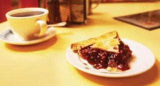 I segreti di Twin Peaks: la tipica colazione locale a base di caffè e crostata