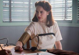 Manhattan: Rachel Brosnahan durante una scena dell'episodio The Hive