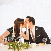 The Stag - Se sopravvivo mi sposo: Andrew Scott bacia una damigella in una scena del film