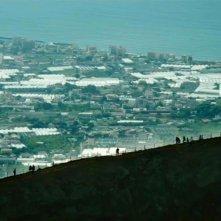 Sul vulcano: tutta la bellezza del Vesuvio in una scena del film di Gianfranco Pannone