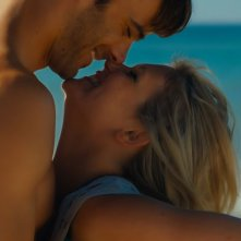 Walking in Sunshine: Giulio Berruti in un momento di tenerezza con Hannah Arterton