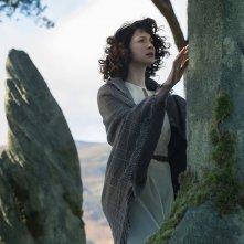 Outlander: Caitriona Balfe in un momento dell'episodio Sassenach