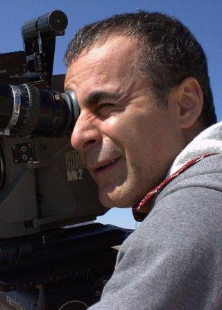 Words with Gods: Bahman Ghobadi, regista dell'episodio Sometimes look up, sul set