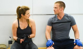 Extant: Grace Gummer e Charlie Bewley nell'episodio Nightmares