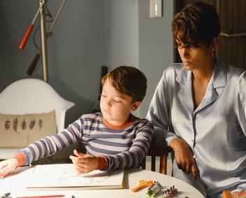 Extant: Halle Berry con Pierce Gagnon nell'episodio Nightmares