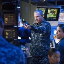 The Last Ship: Adam Baldwin nell'episodio Two Sailors Walk Into a Bar...