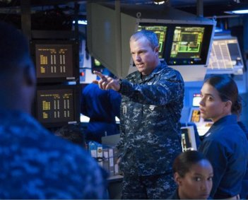 The Last Ship: Adam Baldwin nell'episodio Two Sailors Walk Into a Bar...