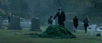 Burying the Ex: Anton Yelchin in una scena del film