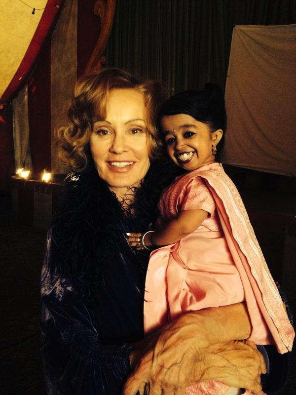 American Horror Story, Jessica Lange sul set di Freakshow con Jyoti Amge