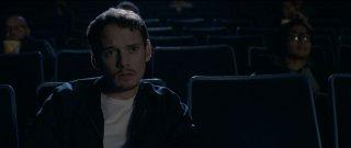 Burying the Ex: Anton Yelchin in una scena della commedia-horror di Joe Dante