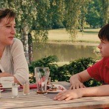 Terre battue: Valerie Bruni Tedeschi e il giovane Charles Mérienne in una sequenza del film