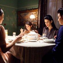Villa Touma: le quattro protagoniste riunite a tavola in una sequenza del film