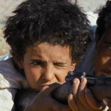 Theeb: Jacir Eid con Hussein Salameh in una scena del film