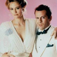 Moonlightning: Bruce Willis con Cybill Shepherd in un'immagine promozionale
