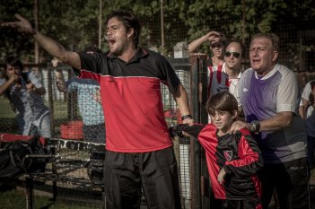 Messi: una scena del film di Álex de la Iglesia