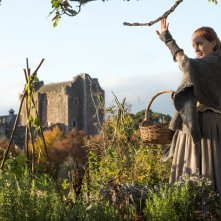 Outlander: un'immagine di Lotte Verbeek nell'episodio Castle Leoch