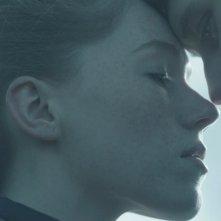 Bypass: George MacKay con Charlotte Spencer in una scena del film