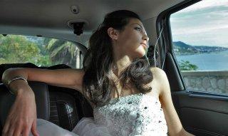Io sto con la sposa: Tasneem Fared nei panni della finta sposa in una scena del documentario