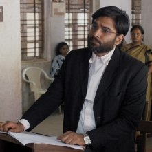 Court: Vivek Gomber in una scena del film