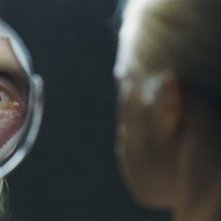 Goodnight Mommy: Susanne Wuest allo specchio in una scena del film