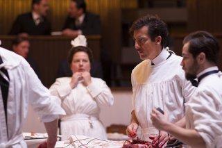 The Knick: Clive Owen e Zuzanna Szadkowski nella prima stagione