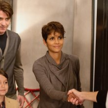 Extant: Halle Berry e Goran Visnjic nell'episodio More in Heaven and Earth
