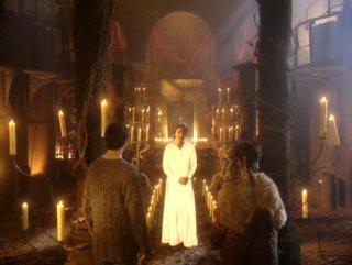 Peter Capaldi in una scena della serie Neverwhere