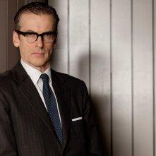 Peter Capaldi in una scena di The Hour