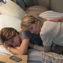 Colpa delle stelle: Shailene Woodley con Laura Dern in un momento del film